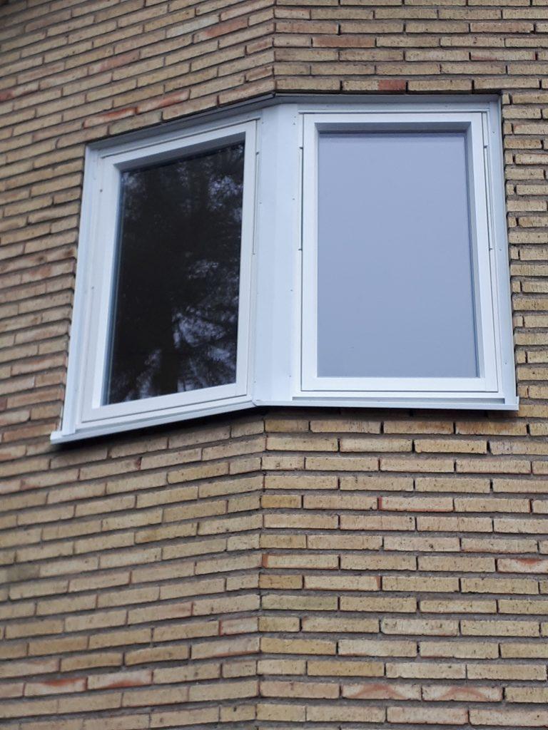Fönsterbyte Hägersten.                   Monterat och klart. Vridfönster Trä/alu    Vi besöker er helt kostnadsfritt för offert. offert@bergmanfonster.se